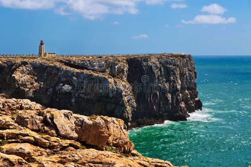 Costa rocciosa di Algarve vicino a Sagres, Portogallo immagini stock