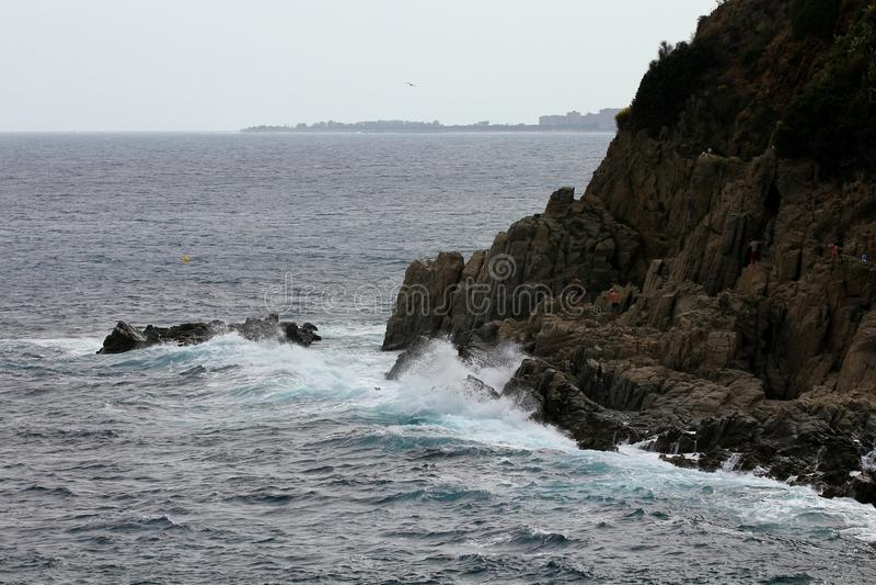 Costa rochosa Lloret de Mar, Espanha fotos de stock