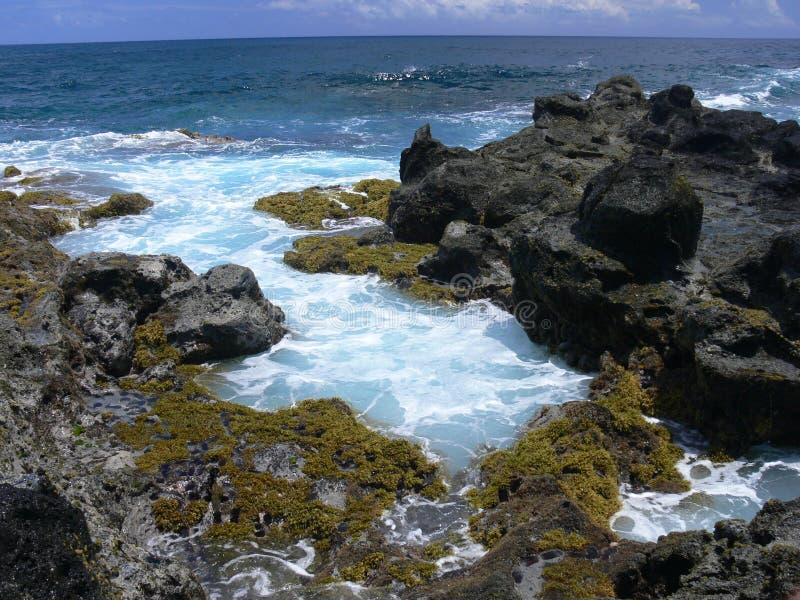 Costa rocosa de la isla de pascua fotos de archivo