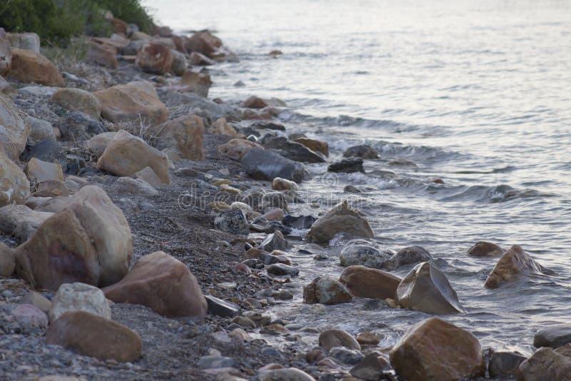 Costa rocosa del lago bear fotos de archivo libres de regalías