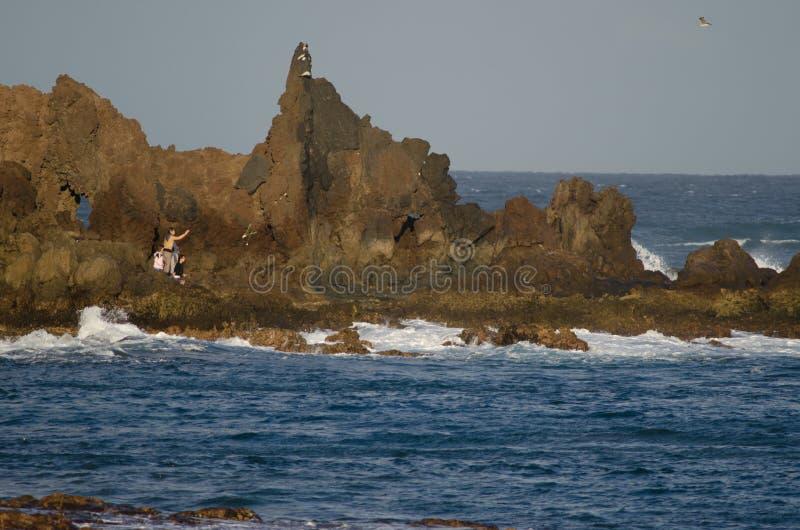 Costa rocosa en el Océano Atlántico imagen de archivo libre de regalías