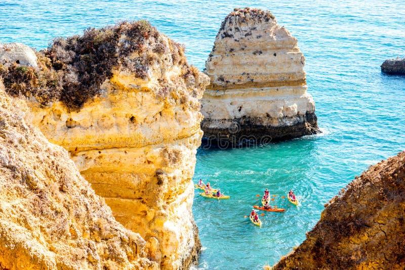 Costa costa rocosa en Lagos, Portugal imagen de archivo