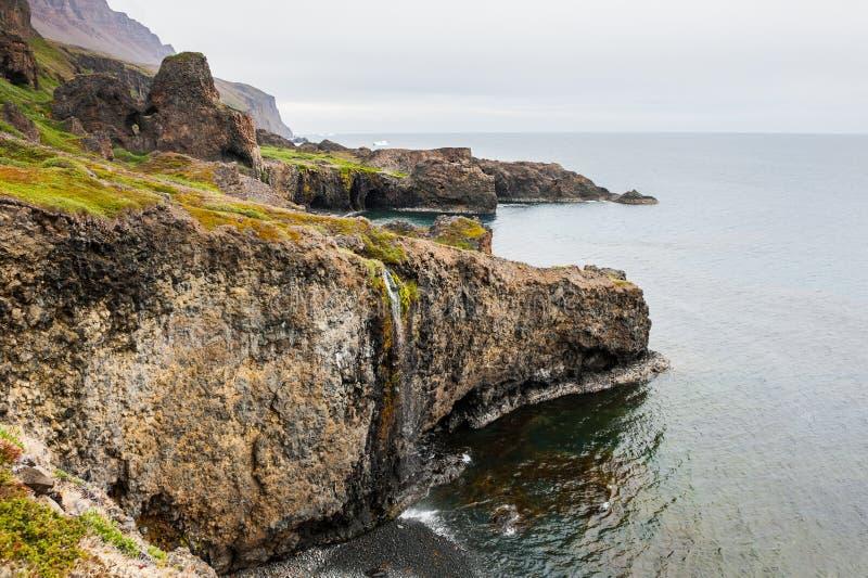Costa selvagem na ilha do disco, Gronelândia foto de stock royalty free