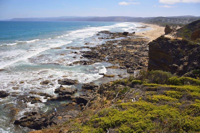 Costa sul do oceano na entrada de Aireys fotos de stock