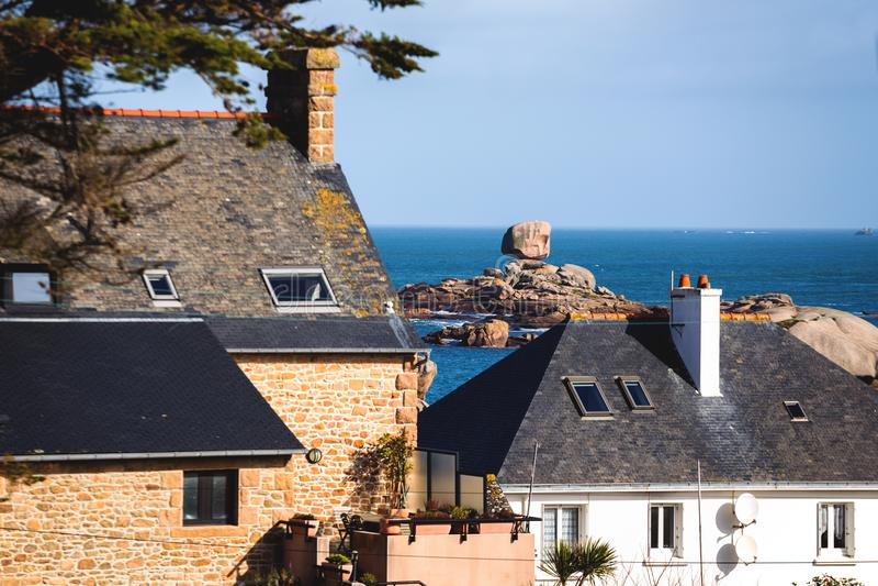 Costa tipica di Bretagna nel Nord della Francia fotografie stock libere da diritti