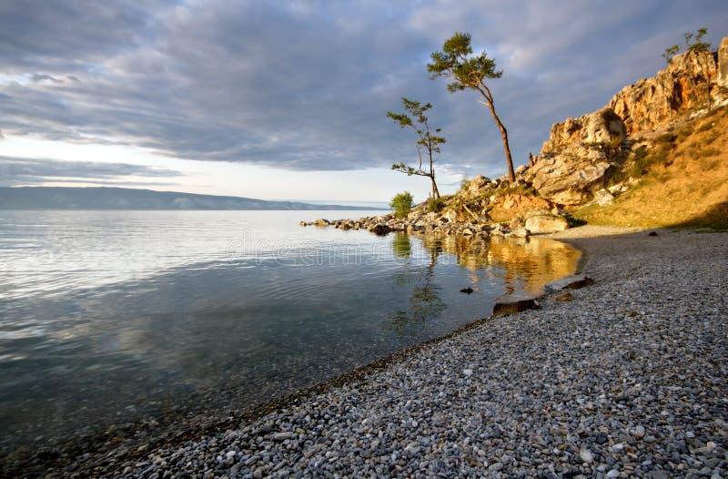 Costa tranquilo do lago Baikal. Console de Olkhon. fotos de stock