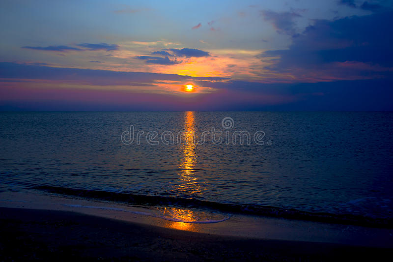 Costa tranquilo do mar morno fotografia de stock royalty free
