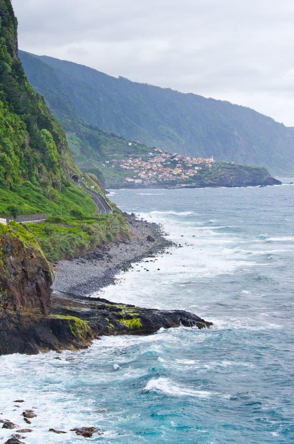 Costa vicino a Seixal, Madera, Portogallo fotografia stock libera da diritti