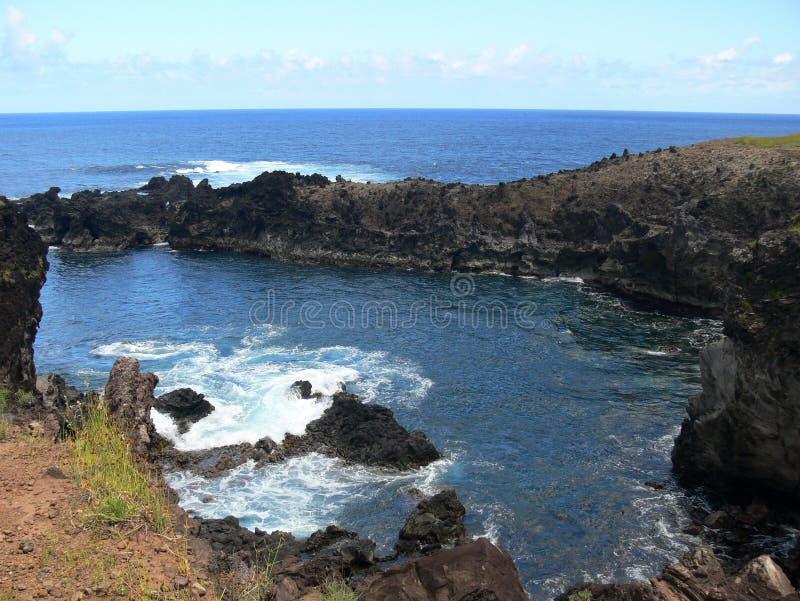Costa volcánica salvaje del sudoeste de la isla de pascua fotografía de archivo libre de regalías
