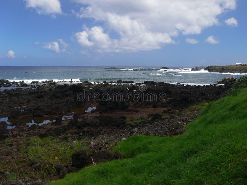Costa volcánica salvaje del sudoeste de la isla de pascua fotos de archivo libres de regalías