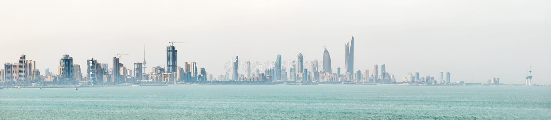 Costa costa y horizonte del ` s de Kuwait foto de archivo