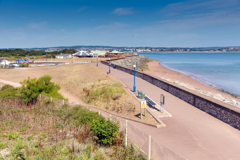 Costa y 'promenade' Devon England de la playa de Dawlish Warren el día de verano del cielo azul fotos de archivo