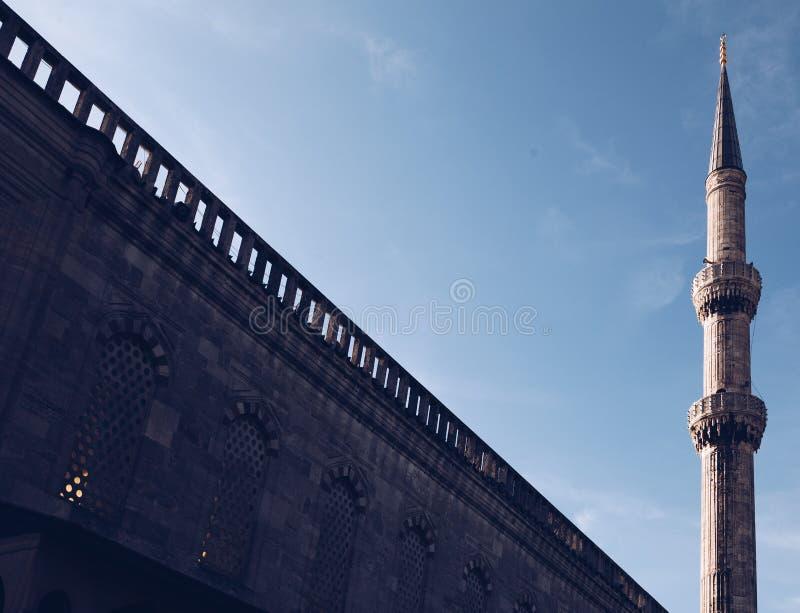Costantinopoli tacchino moschea blu del novembre 2018 - spazio della copia - spazio negativo - tramonto immagine stock