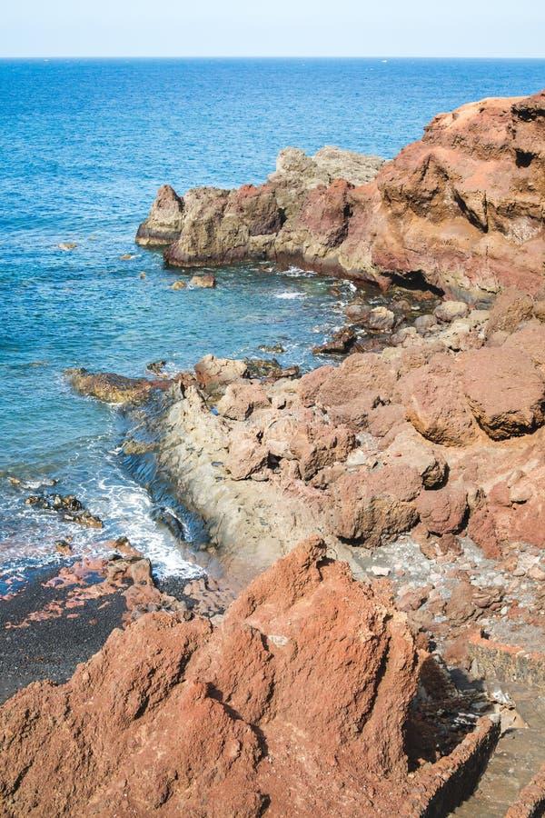 Costas rocosas del EL Golfo en la isla de Lanzarote imagenes de archivo