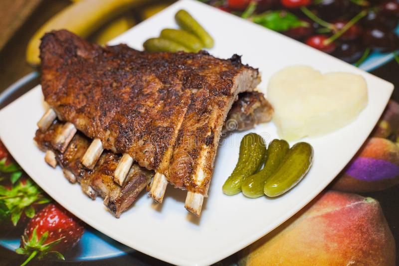 Costelas de carne de porco com molho adjika picante imagem de stock royalty free