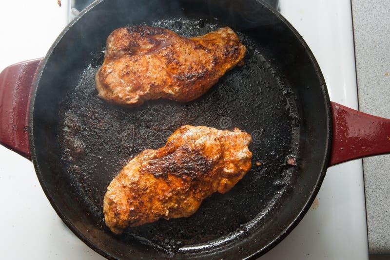 Costeleta de carne de porco temperada fotografia de stock