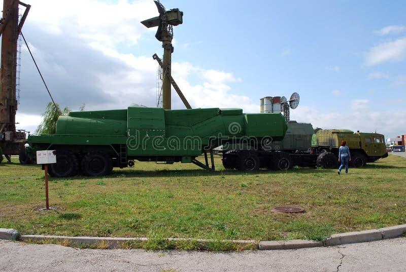 Costes de equipo militares debajo del cielo abierto Objeto expuesto del museo técnico K g Sakharova en la ciudad de Togliatti fotos de archivo libres de regalías