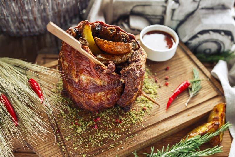 Costillas de cerdo con la patata imagen de archivo libre de regalías