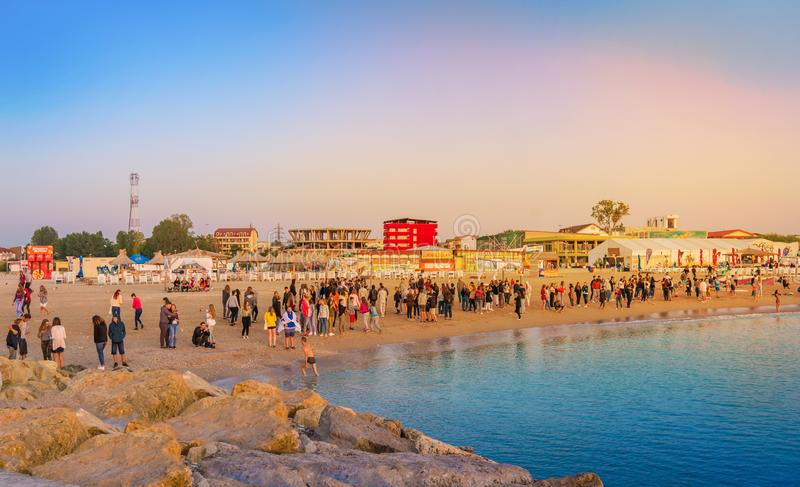 Costinesti罗马尼亚海滩的人们  免版税图库摄影