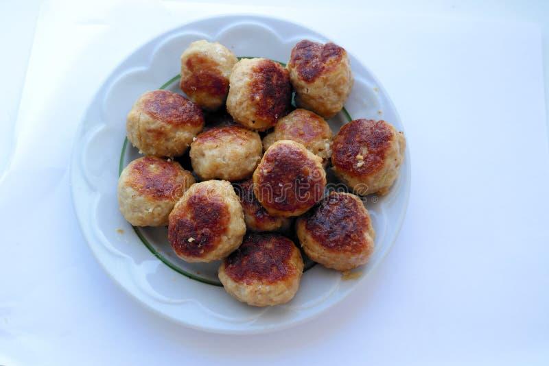 Costoletas orgânicas caseiros deliciosas saborosos da carne da carne de porco e da carne com uma crosta dourada imagens de stock royalty free