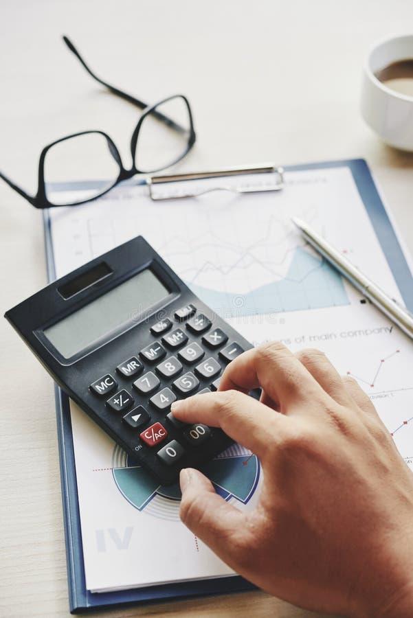Costos calculadores del encargado fotos de archivo