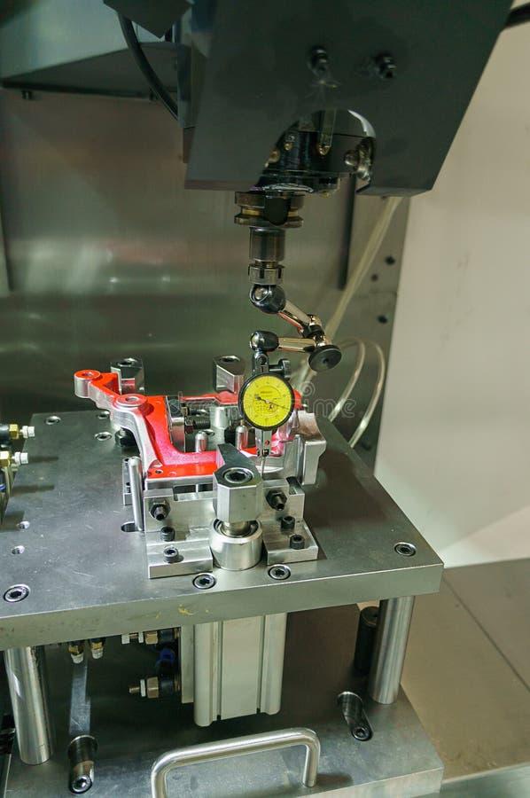 Costruisca il processo industriale di taglio lavorante del metallo di messa a punto di aut fotografie stock