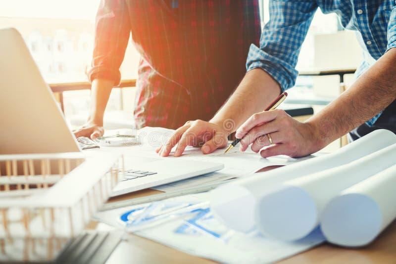 Costruisca la riunione per il progetto architettonico ed il funzionamento con la parte immagine stock libera da diritti