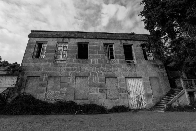 Costruzione abbandonata Cangas - in Galizia - in Spagna fotografie stock libere da diritti