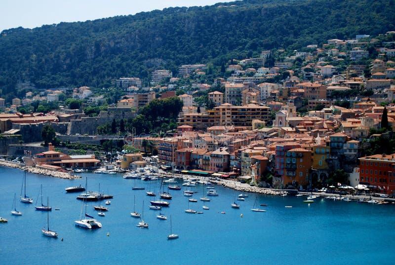 Costruzione abbracciando la costa del Monaco fotografia stock