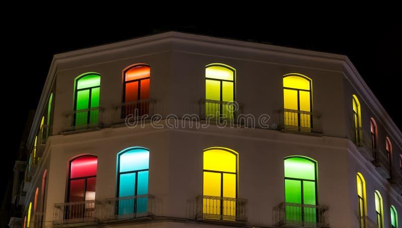 Costruzione con le finestre multicolori immagine stock