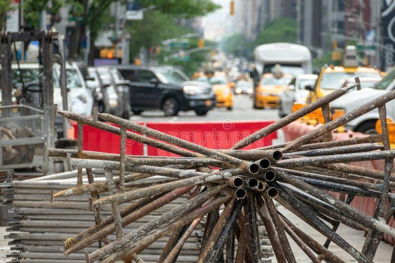 Costruzione d'acciaio degli elementi sulla via di New York immagini stock