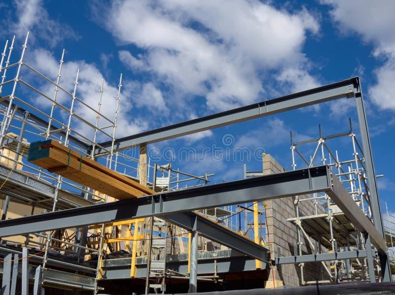 Costruzione d 39 acciaio della casa di legno immagine stock for Un costo di costruzione della casa di legno