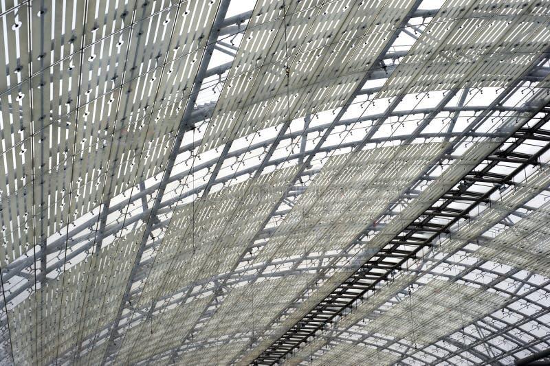 Costruzione d'acciaio e di vetro del tetto immagini stock libere da diritti