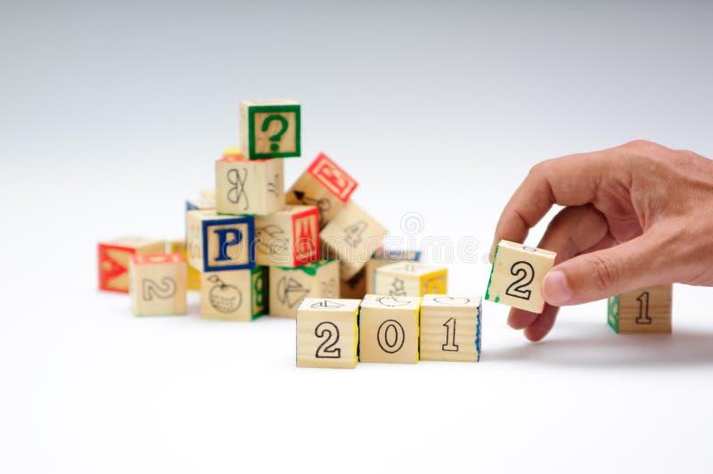 Costruzione del 2012 con i blocchetti del giocattolo immagini stock libere da diritti