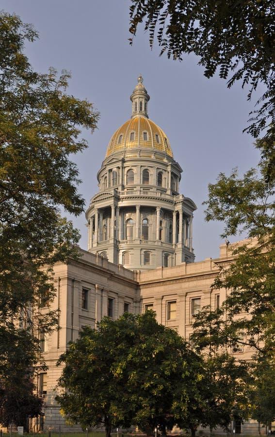 Costruzione del Campidoglio dello stato di Colorado con il cielo blu immagini stock libere da diritti