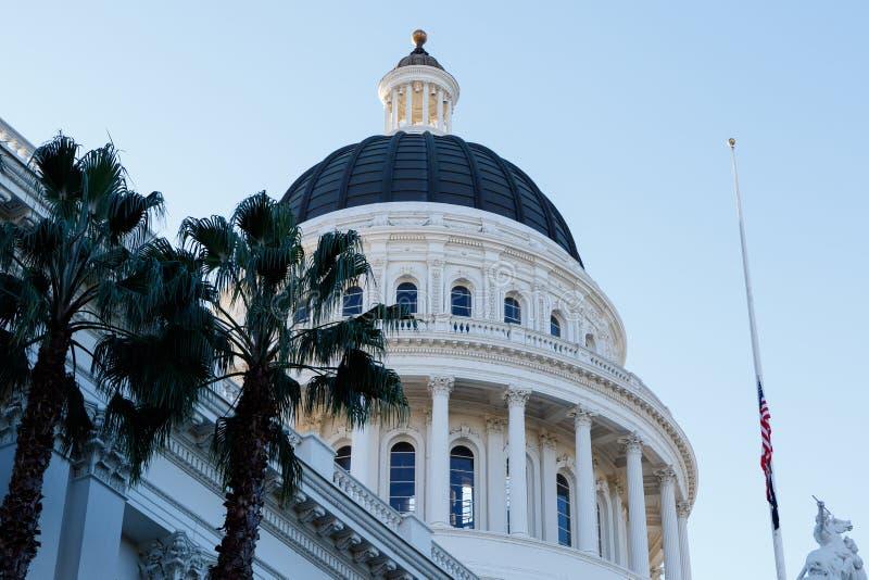 Costruzione del capitale dello Stato di California all'alba fotografie stock libere da diritti