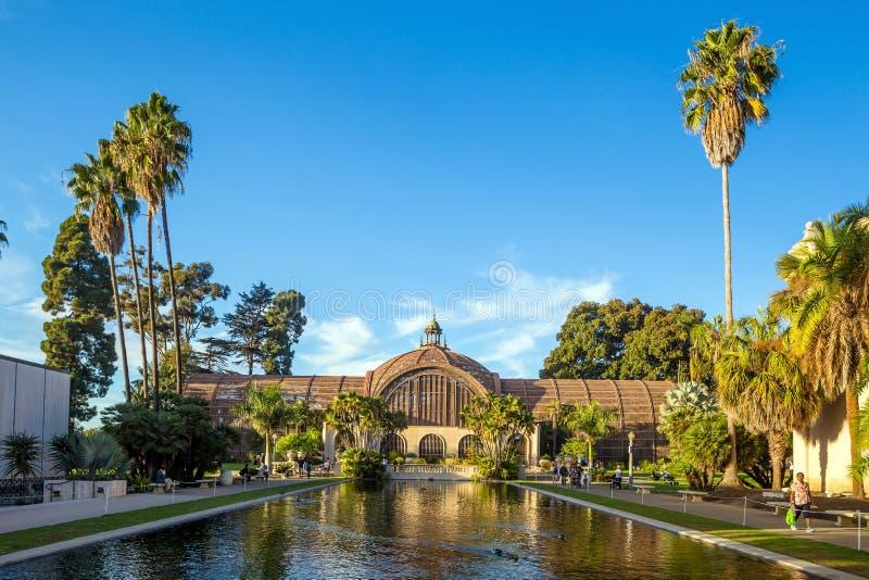 Costruzione del parco della balboa e stagno botanici San Diego, California immagine stock libera da diritti