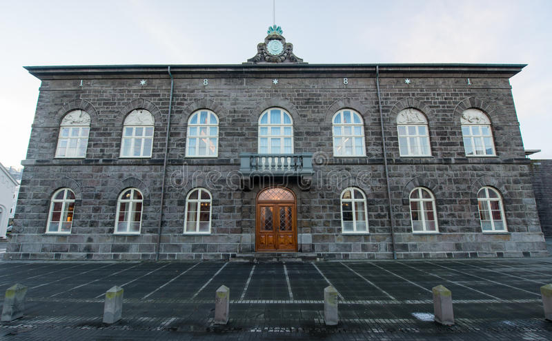 Costruzione del parlamento nazionale, Reykjavik, Islanda fotografie stock libere da diritti