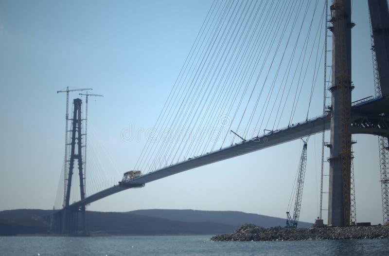Costruzione del ponte strallato pilone Cavo-restato in priorità alta immagine stock libera da diritti