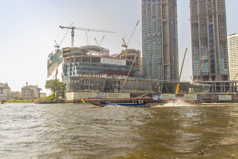 In costruzione del progetto di ICONSIAM, uno sviluppo futuro di misto-uso sulle banche di Chao Phraya River a Bangkok, Tailandia fotografia stock