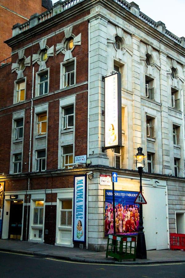 Costruzione del teatro sulla via di Tavistock Londra immagini stock
