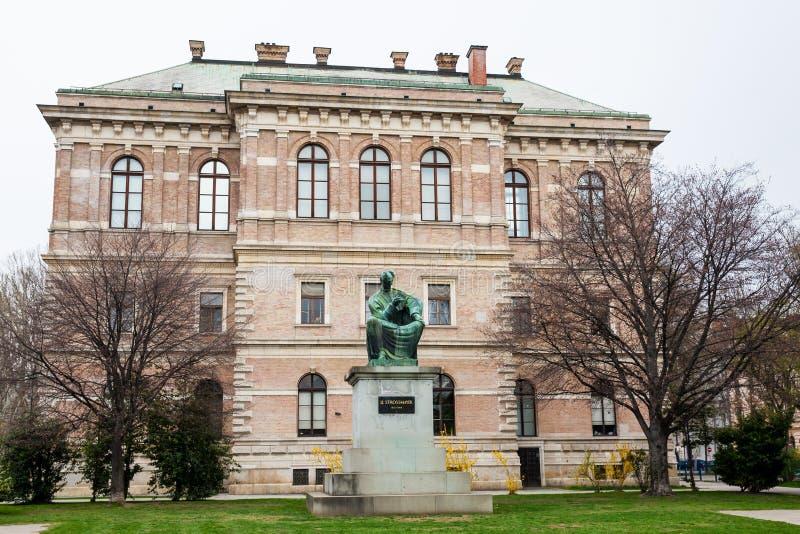 Costruzione dell'accademia croata delle scienze e delle arti situate al parco di Zrinjevac nella capitale di Zagabria fotografie stock