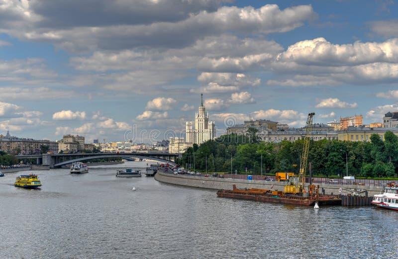 Costruzione dell'argine di Kotelnicheskaya - Mosca, Russia fotografia stock libera da diritti