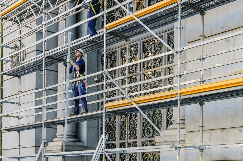 Costruzione dell 39 armatura a madrid fotografia editoriale for Costo della costruzione dell edificio