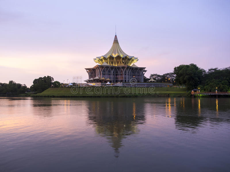 Costruzione dell'assemblea legislativa dello stato di Sarawak, Kuching, Malesia fotografia stock