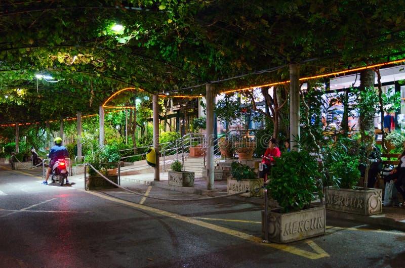 Costruzione dell'autostazione nella stazione turistica popolare di Budua, Montenegro fotografia stock