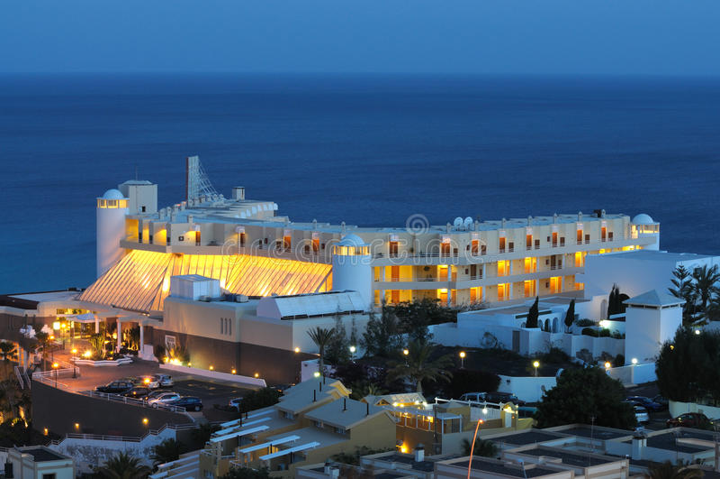 Costruzione dell'hotel al litorale fotografie stock libere da diritti
