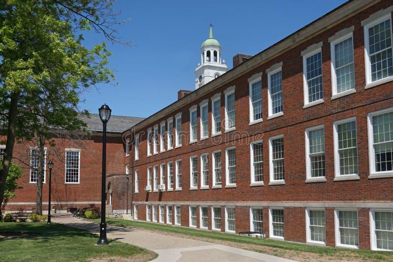 Costruzione dell'istituto universitario del mattone di stile della Nuova Inghilterra fotografia stock