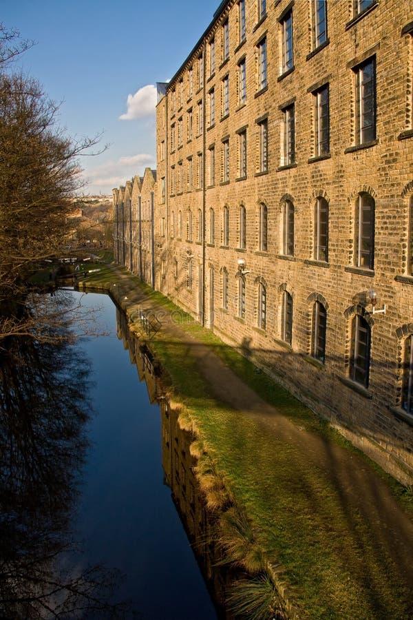 Costruzione della riva del fiume nell'università di Huddersfield fotografie stock