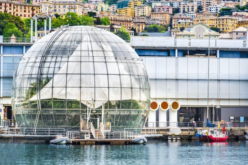 Costruzione della serra della palla di vetro di Genova - della Liguria - dell'Italia - di Biosfera da Renzo Piano fotografia stock